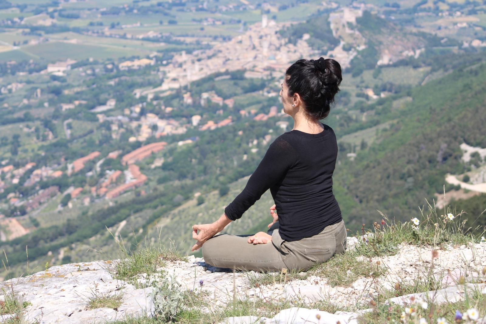 INCONTRIAMO LA MEDITAZIONE: L'ASANA